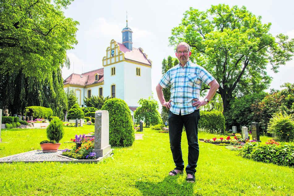 Pfarrer Matthias Quentin (62) ärgert sich über den Einbruch.