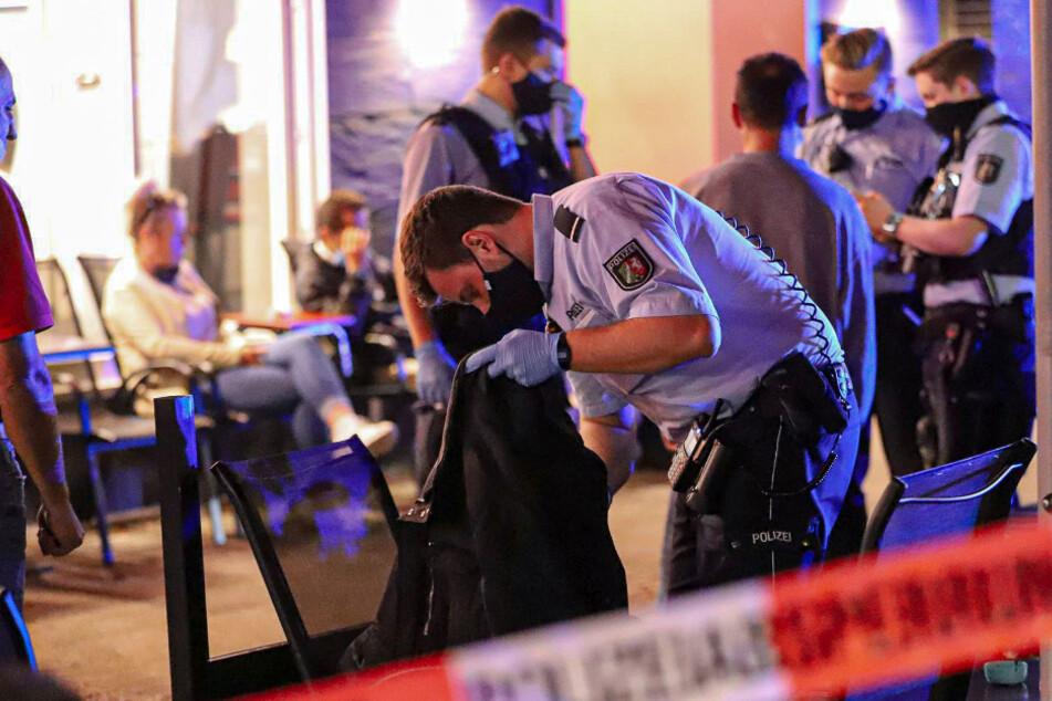Großrazzia in Wuppertal: Polizei kontrolliert 80 Personen