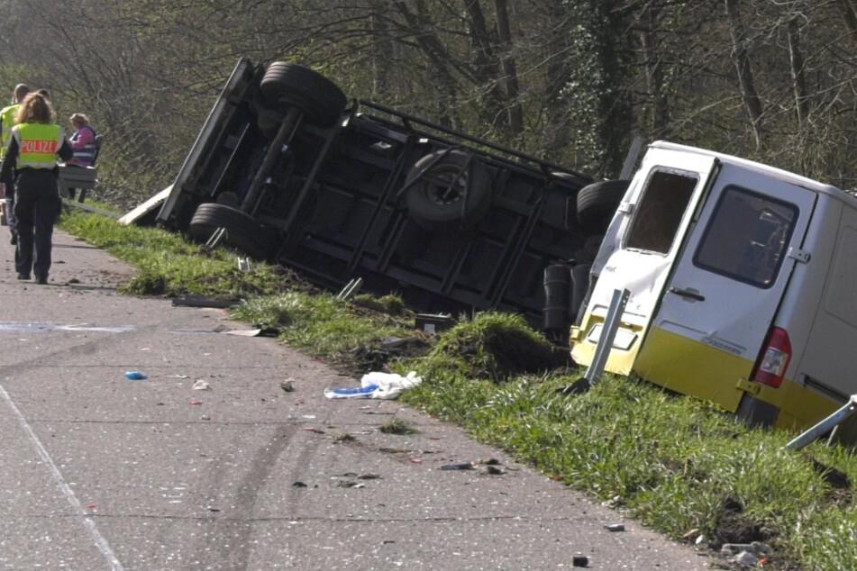 Unfall auf der A67: Lkw kracht mit Transporter zusammen und wird auseinandergerissen