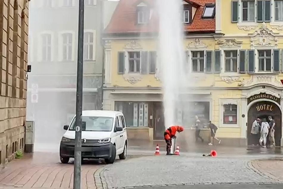 Rund 30 Meter schoss das Wasser in der Bamberger Innenstadt in die Höhe.