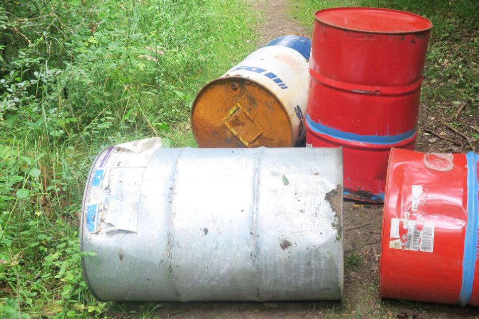 Chemie-Fässer im Stadtwald von Gießen entsorgt: Fahndung der Polizei