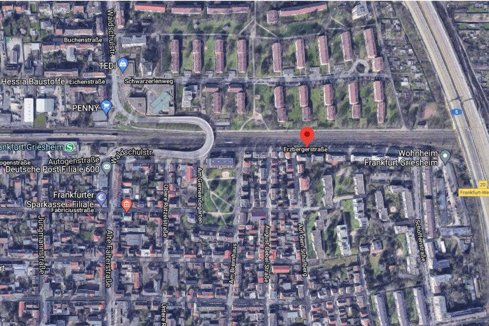 Der Einsatz fand im Bereich der Erzbergstraße im Frankfurter Stadtteil Griesheim statt.