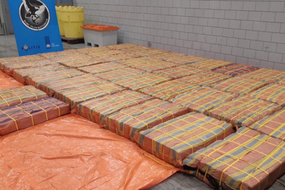 Drei Tonnen Kokain entdeckten Zollbeamte zwischen Bananenpüree in einem Container.