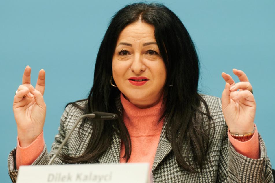 Dilek Kalayci, Berliner Senatorin für Gesundheit, Pflege und Gleichstellung spricht in der Senatspressekonferenz im Roten Rathaus.