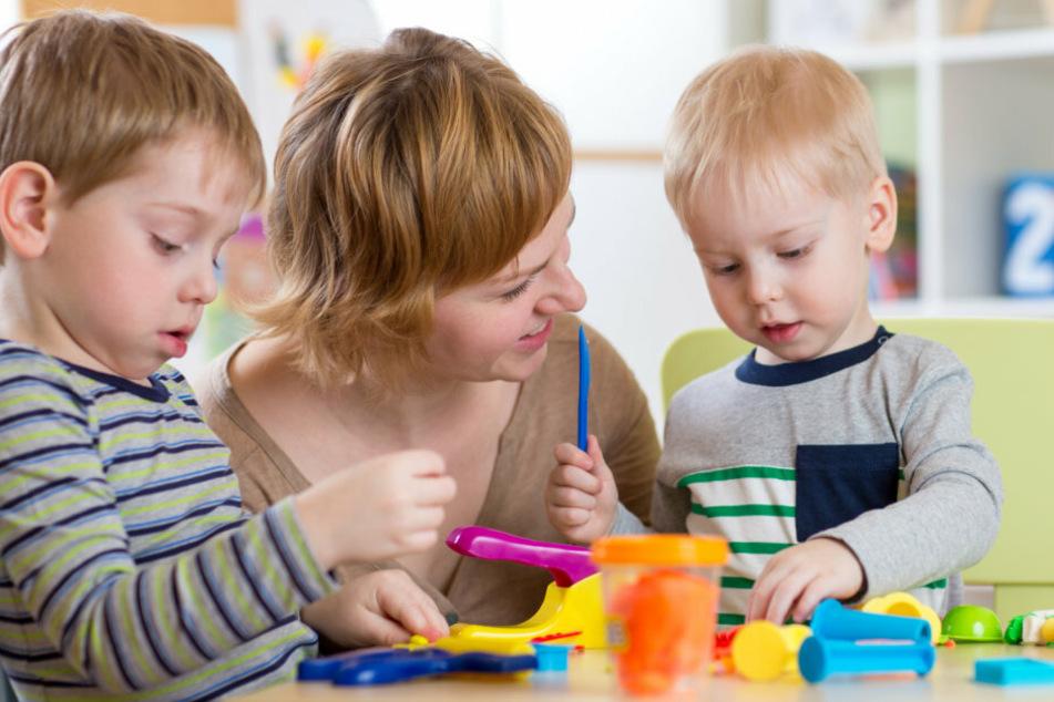 Die Linken fordern eine Kinder-Notbetreuung für Alleinerziehende.