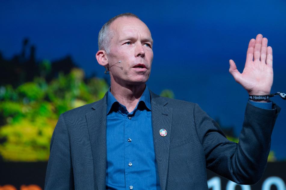 """Berlin: Der Wissenschaftler Johan Rockström (54), Leiter des Potsdam-Instituts für Klimafolgenforschung, spricht im Mai 2019 während der Digitalkonferenz """"re:publica""""."""