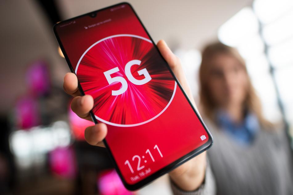Die Deutsche Telekom kommt beim Ausbau ihres Mobilfunknetzes für den neuen Standard 5G gut voran. Allerdings sind für die Nutzung 5G-fähige Smartphones nötig.