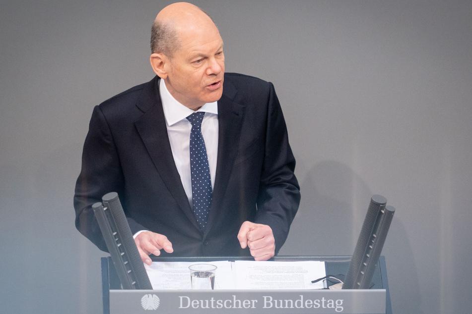 Olaf Scholz (62, SPD), Bundesminister der Finanzen, spricht im Bundestag zu den Abgeordneten.