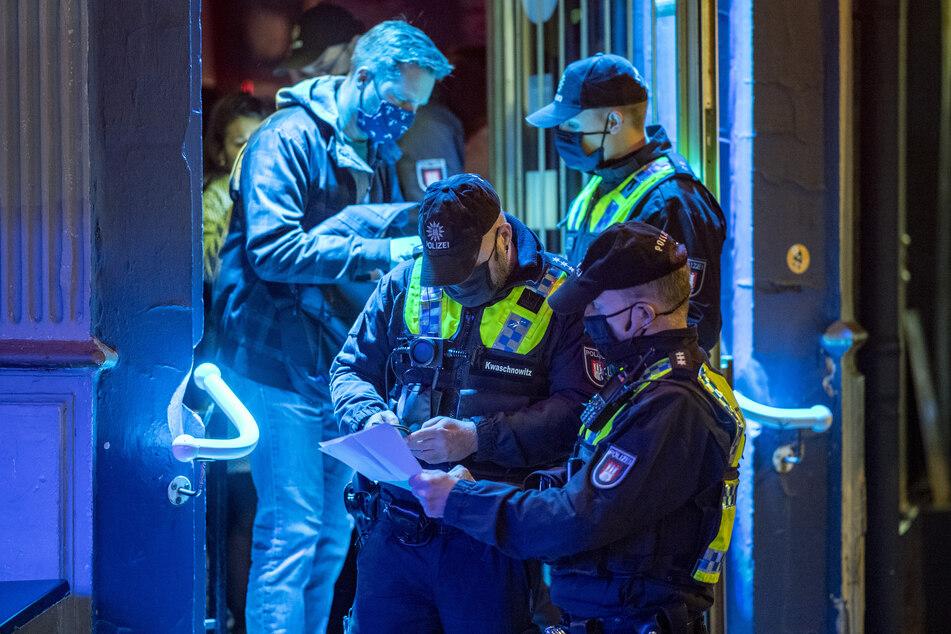 Corona-Regeln: Hamburgs Polizei kontrolliert erneut Lokale und Bars
