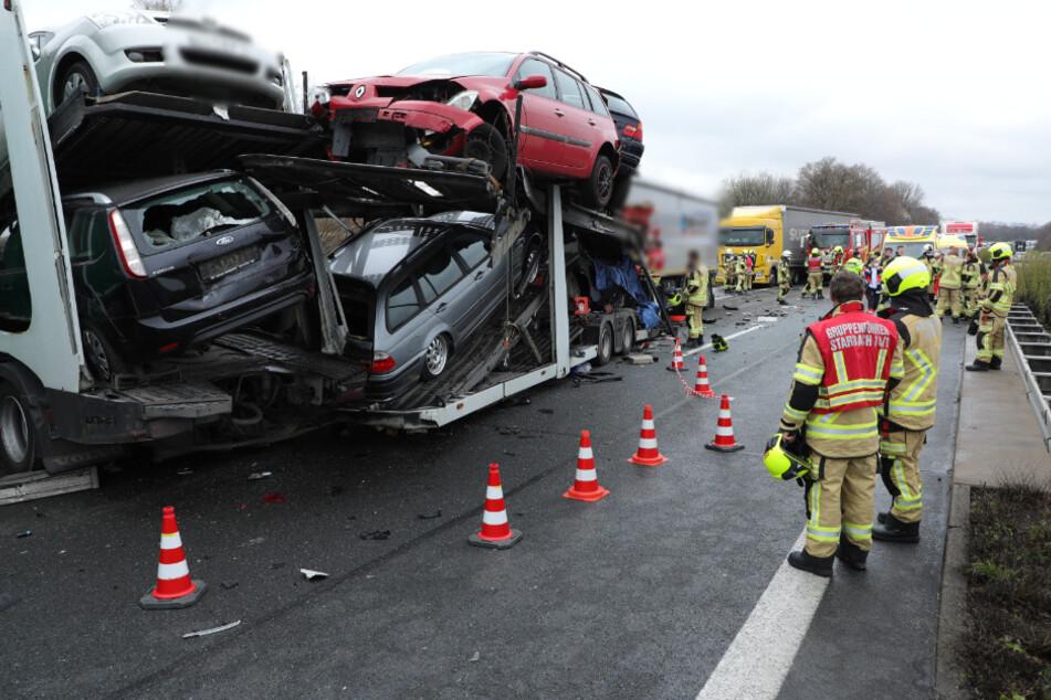 Schwerer A14-Unfall mit Autotransporter: Lkw-Fahrer stirbt