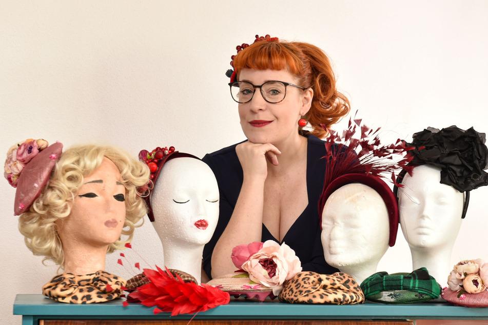 Wer die Wahl hat, hat hier die Qual: Clarissa Karnikowski (40) und ihre Hüte. Aufsetzen kann man immer nur einen.