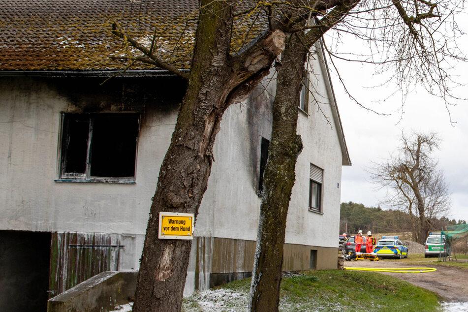 Bei einem Brand auf einem Bauernhof im Landkreis Neuburg-Schrobenhausen ist am Montag in Bayern ein 85 Jahre alter Mann ums Leben gekommen.