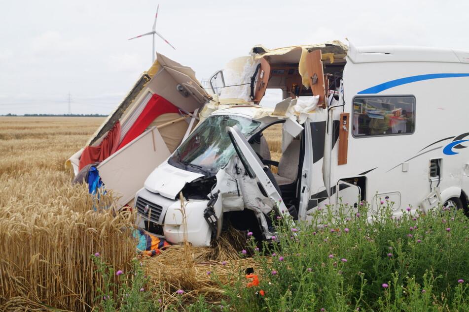 Das Wohnmobil bekam bei dem Unfall einigen Schaden ab.