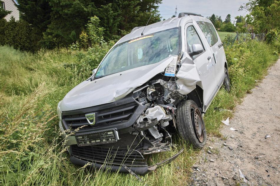 Auch der Dacia wurde bei dem Unfall beschädigt.