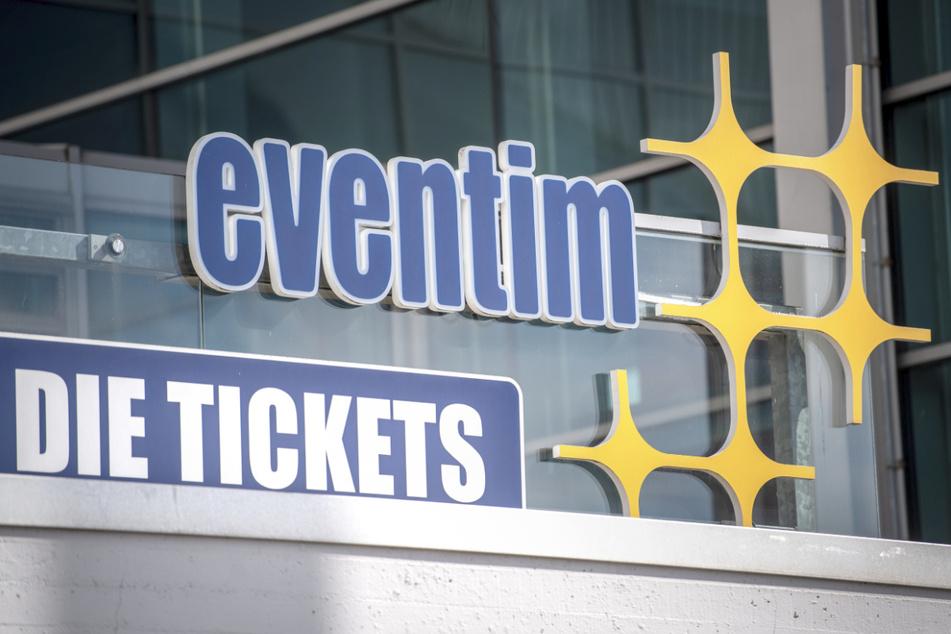 Ein Schild weist auf den Ticketverkauf von CTS Eventim hin.