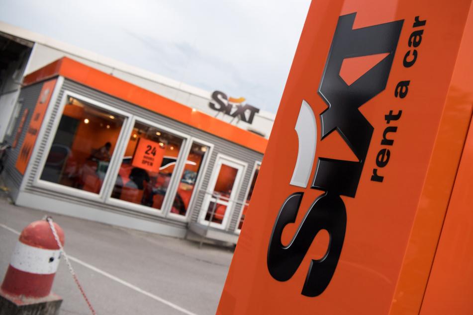 Eine Station des Autovermieters Sixt am Ostbahnhof in München. Die Halbleiterkrise trifft auch Autovermieter.