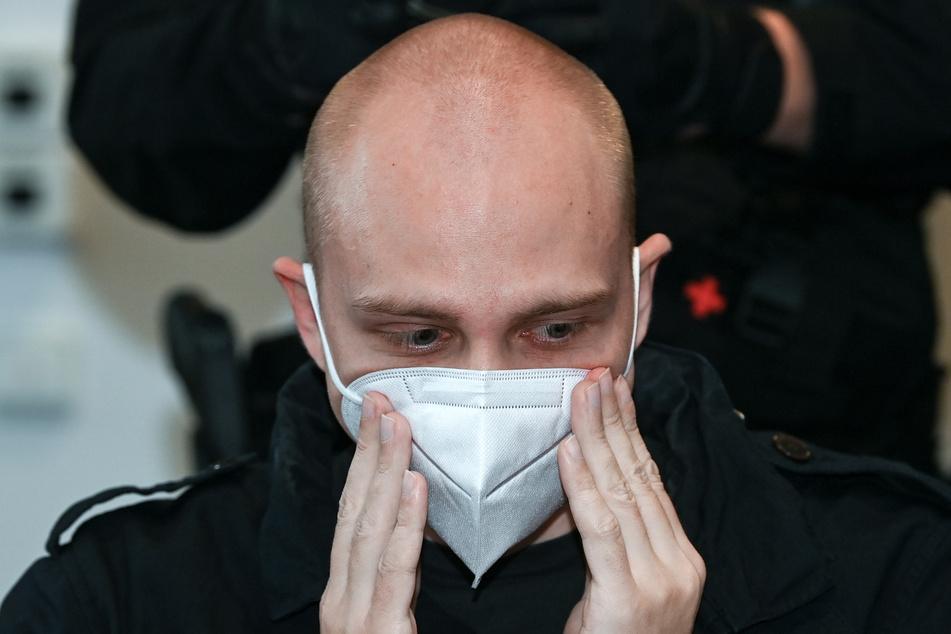 Der angeklagte Stephan Balliet (28) sitzt zu Beginn des 18. Prozesstages am 3. November im Landgericht.