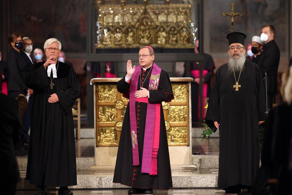 Heinrich Bedford-Strohm (61, M.), Ratsvorsitzender der Evangelischen Kirche in Deutschland betet bei einem ökumenischen Gottesdienst für die Opfer der Hochwasserkatastrophe.