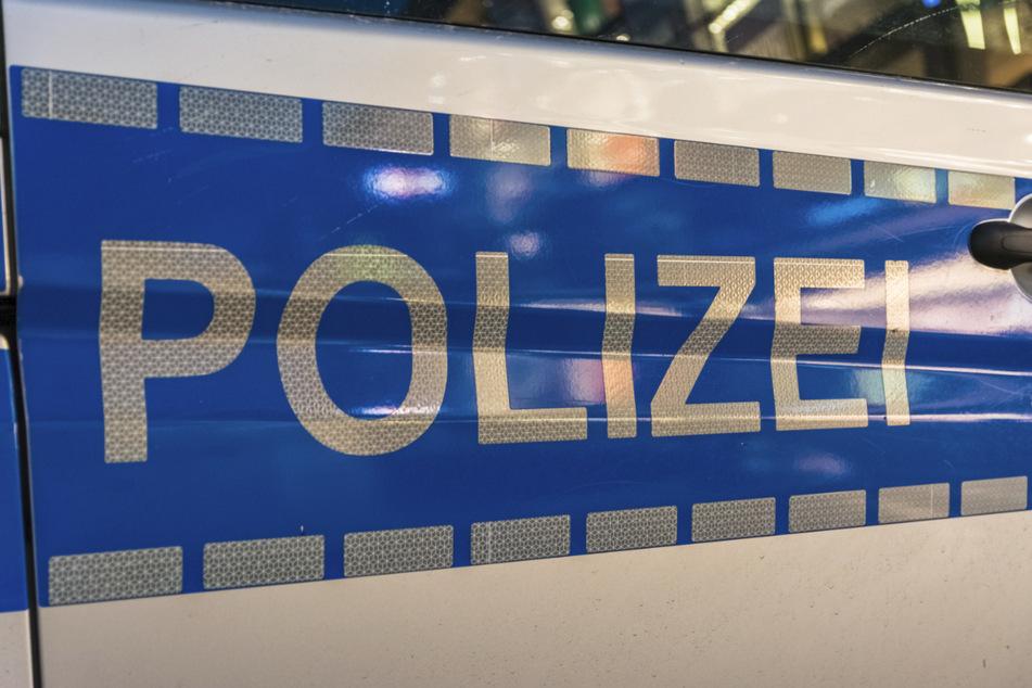 Bei Hausdurchsuchung: Verdächtiger springt plötzlich aus Fenster in sieben Metern Höhe