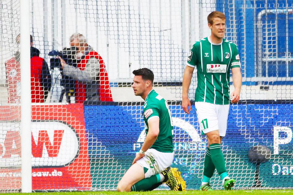 Ryan Malone (28, l.) soll beim VfB Lübeck bleiben, Kapitän und Abwehrchef Tommy Grupe (29) hat für die kommende Saison einen laufenden Vertrag.
