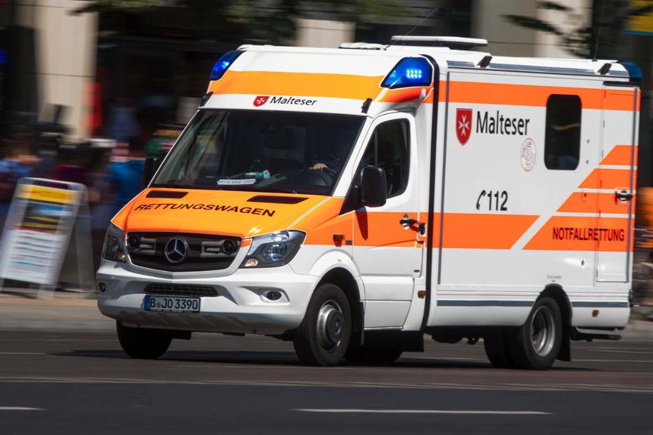 Mann (47) von Transporter angefahren und schwer am Kopf verletzt