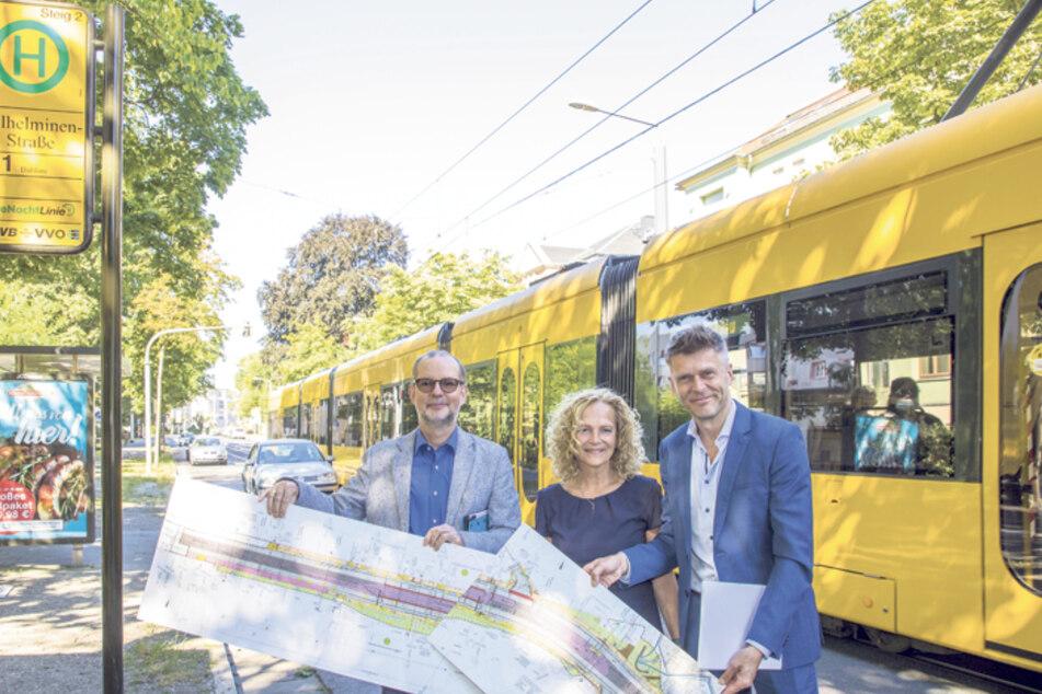 Gunther Hentschelmann (61) vom Bauamt, Staatssekretärin Ines Fröhlich (56) und DVB-Vorstand Lars Seiffert (51) präsentieren das Bauprojekt.