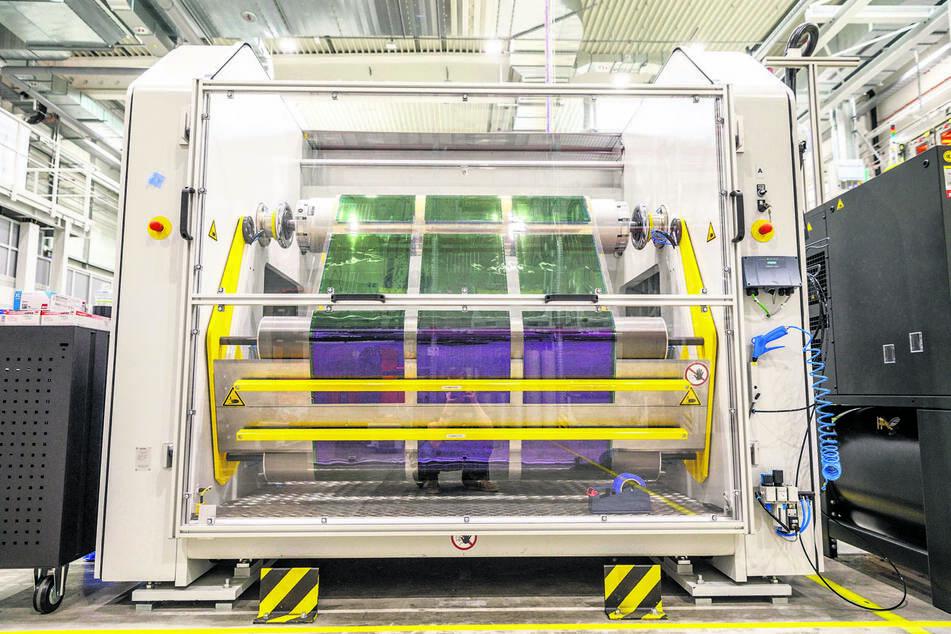 Die Maschinen, auf denen Heliatek produziert, sind weltweit einmalig - eine Eigentwicklung.