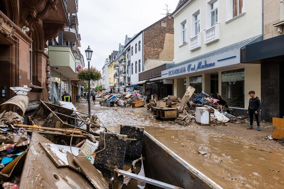 Schutt und Schlamm durchfluteten die Straßen in Bad Neunahr-Ahrweiler.