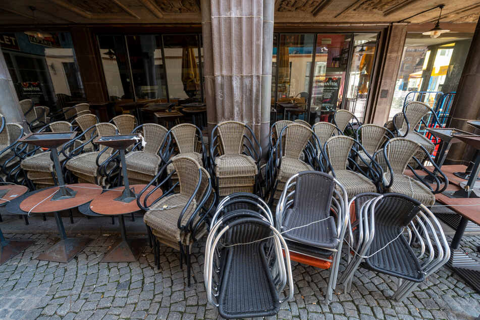 Überall in Deutschland sind Restaurants, Cafés und Kneipen geschlossen – das hat auch für den Bierabsatz Folgen. (Symbolbild)