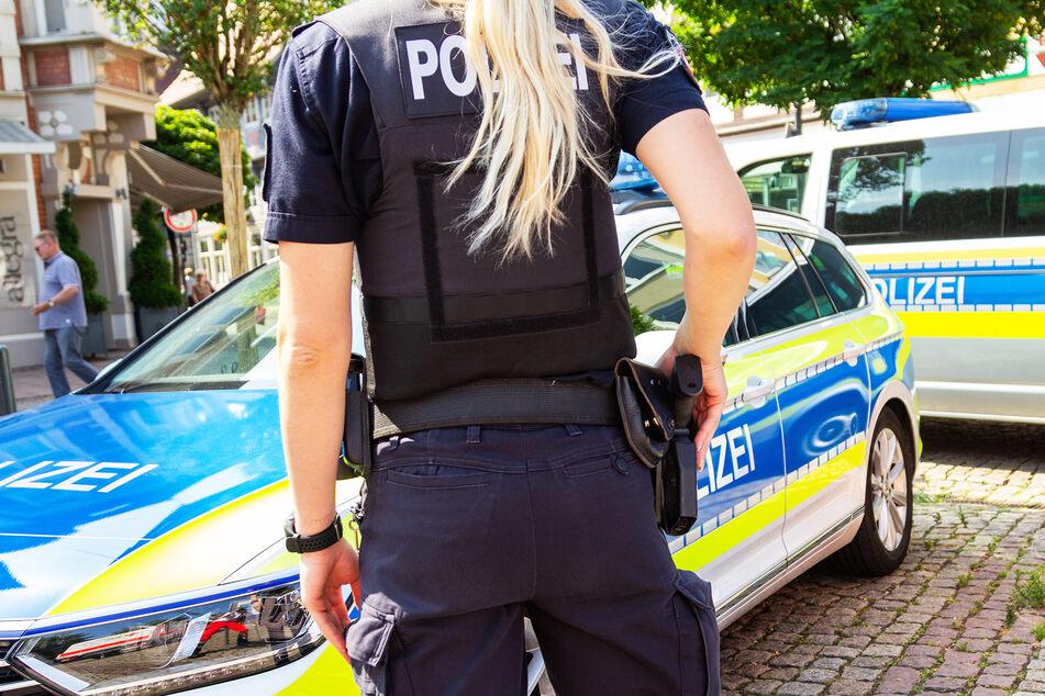 Bewaffnete Räuber brechen in Haus ein, fesseln 17-Jährigen und plündern Tresor