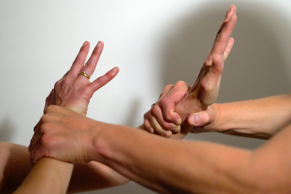 Finanzielle Sorgen befeuern einer Studie zufolge die Gewaltbereitschaft Zuhause. (Symbolbild)
