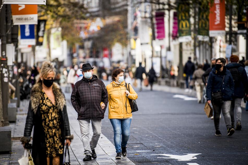 Das kleine Belgien mit seinen rund 11,5 Millionen Einwohnern hatte im Herbst zeitweise die höchsten Corona-Infektionszahlen in Europa. Täglich wurden 15.000 neue Fälle oder mehr verzeichnet.