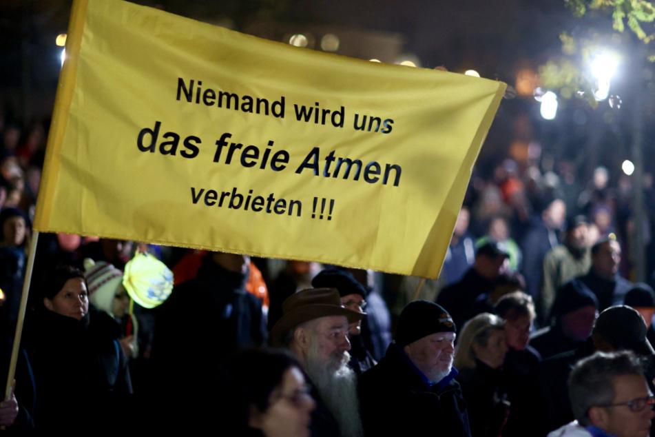 """Verkürzte Route: Frankfurt erlässt strenge Auflagen für """"Querdenker""""-Demo"""