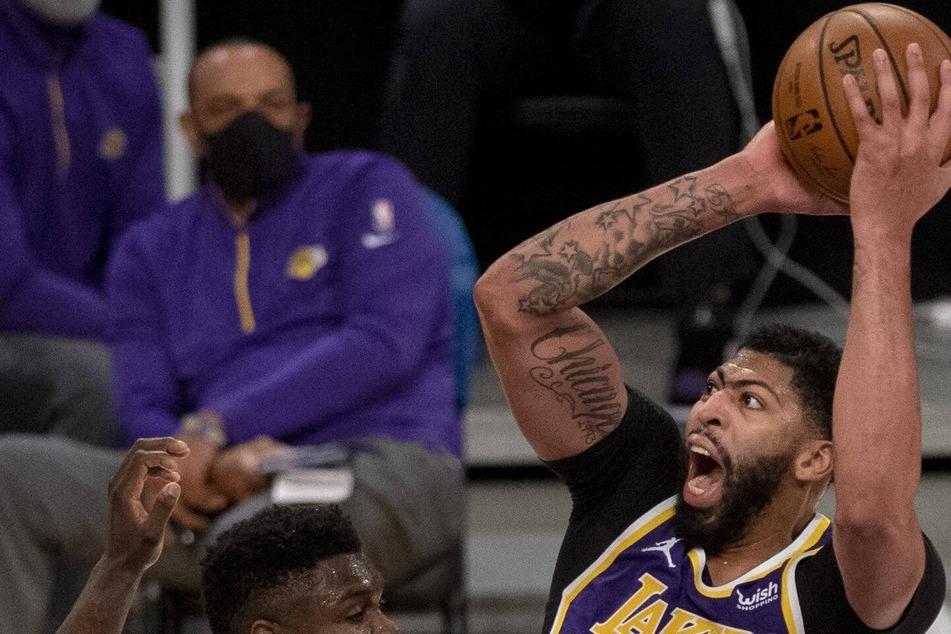 NBA: Lakers aren't pretty but still bring down the Magic in Orlando
