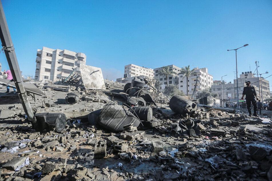 """Die Überreste der """"Production Bank"""", einer Einrichtung, die mit der Terrororganisation Hamas in Verbindung steht, nachdem sie von israelischen Luftangriffen zerstört wurde."""
