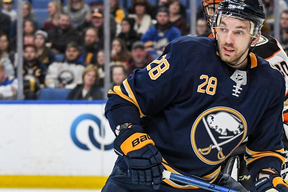 NHL: Buffalo goes bombs away to rout Montreal in the Sabres season opener