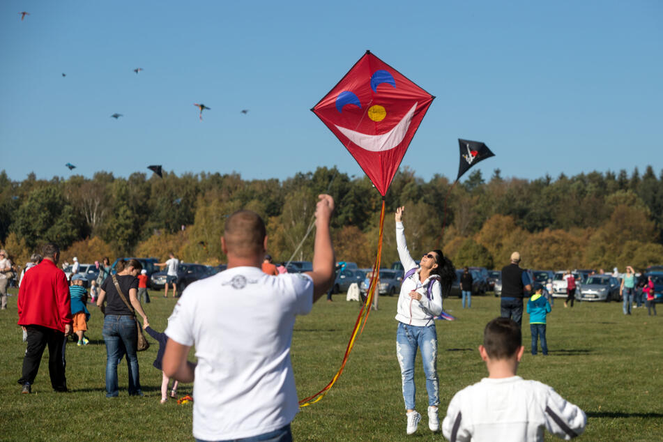 Am Samstag fliegen wieder zahlreiche Drachen über den Köpfen der Auerbacher und ihren Gästen. (Symbolbild)