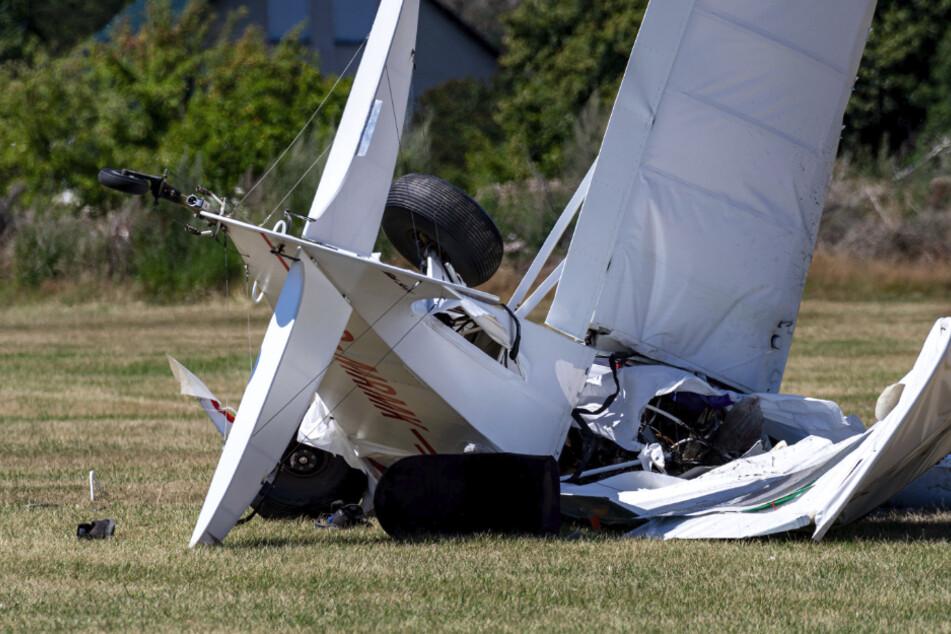 Leichtflugzeug abgestürzt: Pilot tot, 25-Jähriger in Lebensgefahr