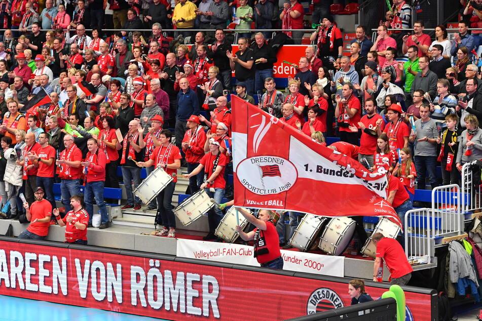 So rappelvoll dürfen die Tribünen zwar nicht werden, aber zumindest sind die Fans gegen Erfurt wieder dabei. (Archivbild)