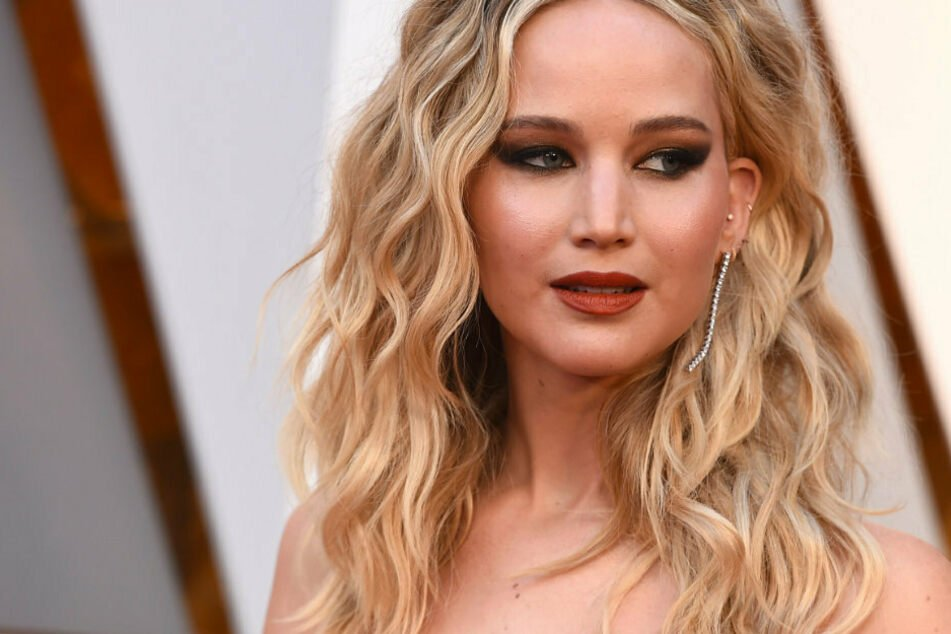 "Jennifer Lawrence, who ""grew up Republican"", reveals who she's voting for"