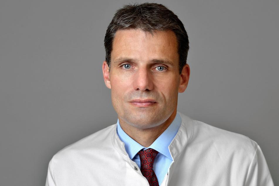 """""""Das Gemeine ist, dass ein Pankreaskarzinom erst spät Symptome verursacht, weil die Bauchspeicheldrüse tief im Körper liegt"""": Prof. Jürgen Weitz (54)."""