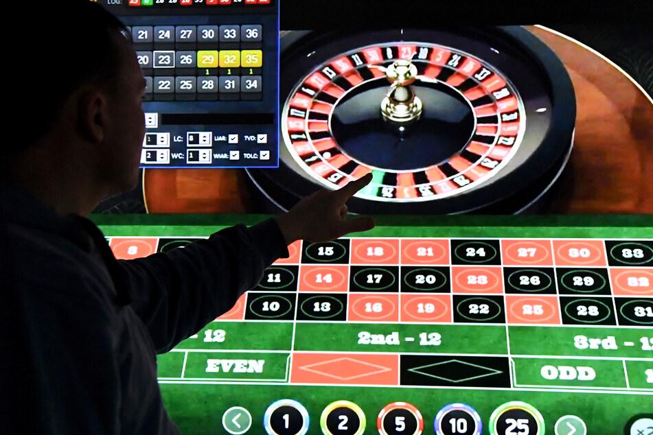Glücksspiel kann süchtig machen. Für Online-Spiele gibt es nun einheitlichere Regelungen in Deutschland. (Symbolbild)