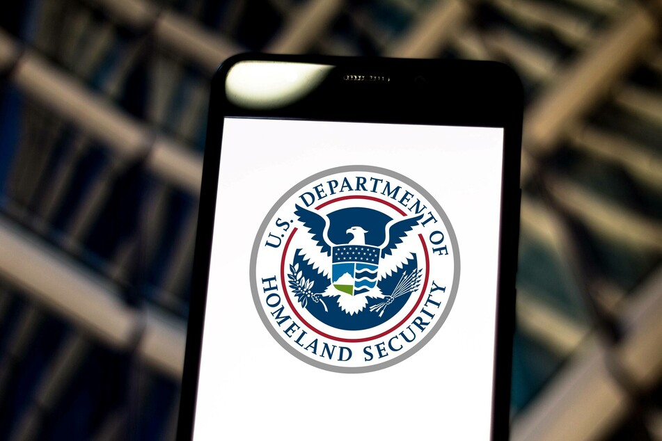 Former US Homeland Security official reveals that he was Anonymous