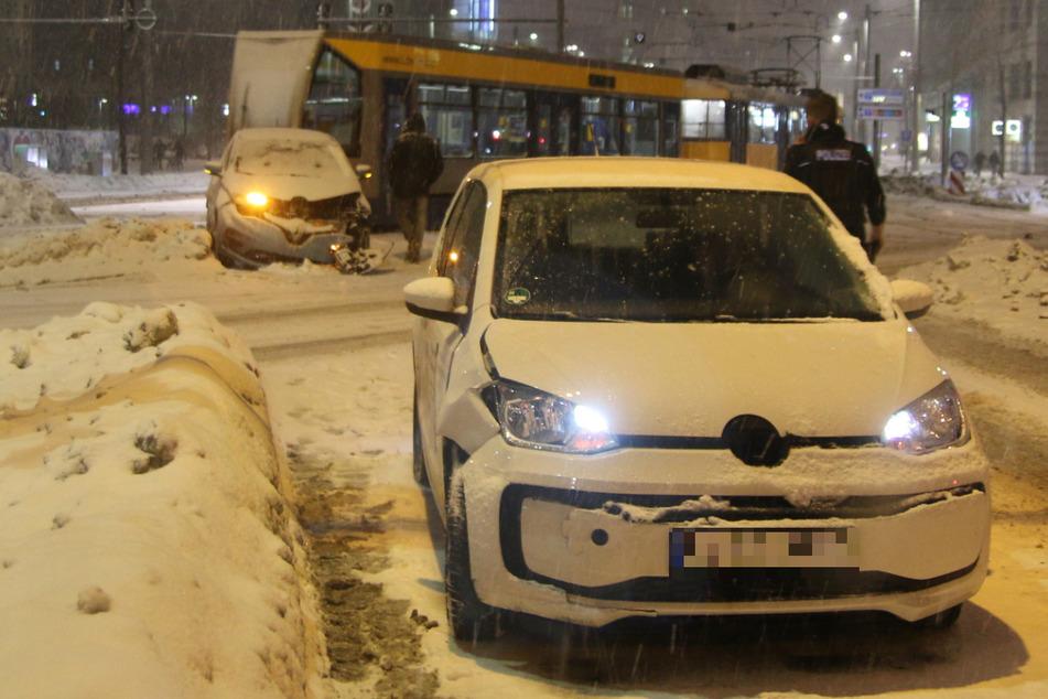 Totalschaden trotz Schneckentempos: Kreuzungs-Crash auf Leipzigs Johannisplatz