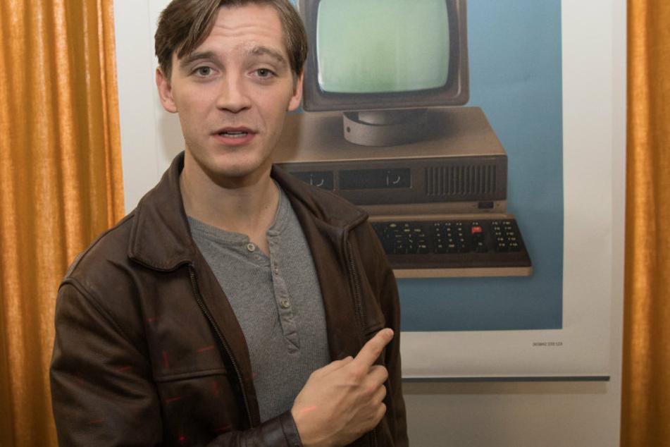 """""""Deutschland 86""""-Star Jonas Nay zerlegt musikalisch Neu-Berliner"""