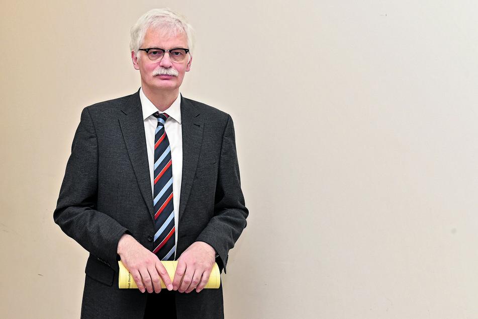 Oberstaatsanwalt Lorenz Haase (61) bestätigte Ermittlungen im Knast.