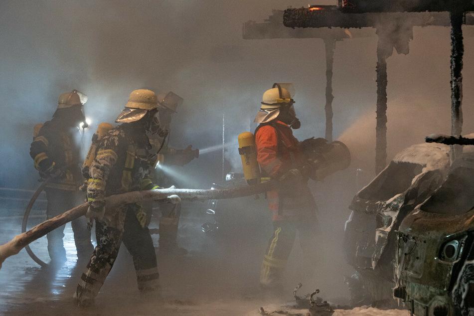 Mysteriöse Brand-Serie geht weiter: Sieben Autos in Flammen!