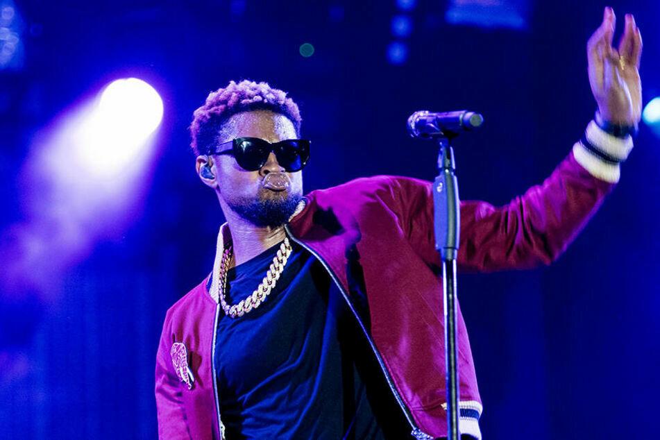 """Der """"Yeah""""-Sänger Usher (42) muss scharfe Kritik einstecken. Angeblich soll er bei dem Besuch eines Striplokals mit Falschgeld gezahlt haben."""