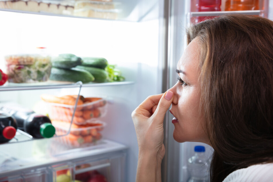 Kühlschrank-Geruch entfernen: So werdet Ihr den Mief schnell wieder los