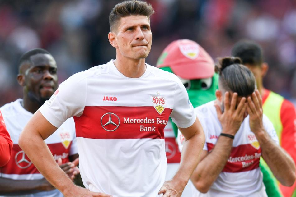 Die VfB-Spieler Mario Gomez (mittig) und Emiliano Insua (rechts) waren nach der Niederlage gegen Holstein Kiel in der Hinrunde bedient.